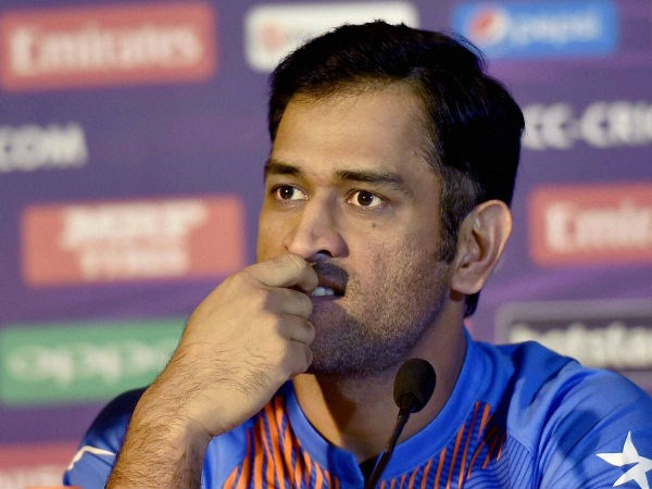 Dhoni Complains to police commissioner