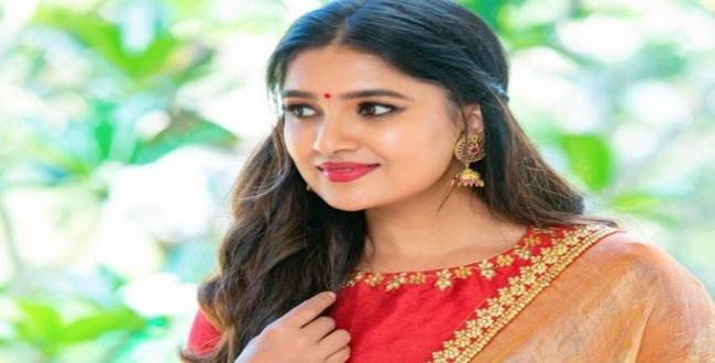 actress vani bhojan instagram photos