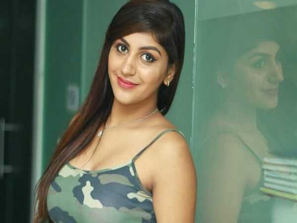 actress yashika anand live chat