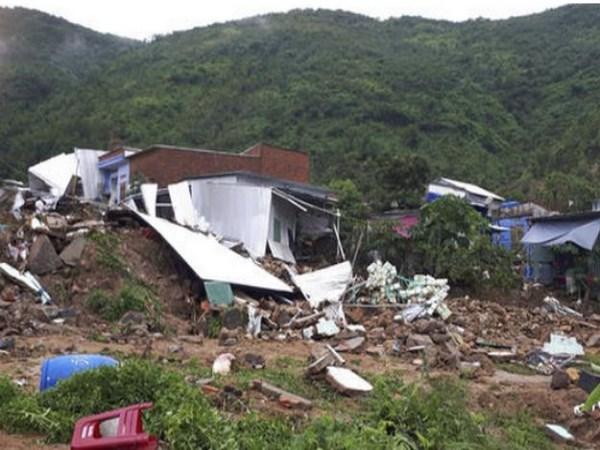 13 MEMBERS DIED IN LAND SLIDING AT VIYATNAM