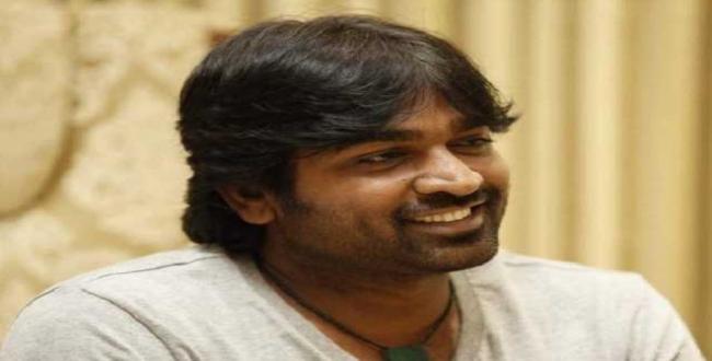 vijay sethupathi with tv anchor