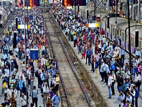 12 people death in train accident Mumbai