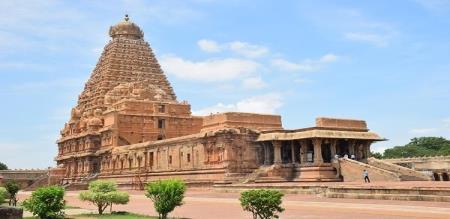 tanjavur big temple the devotees worship