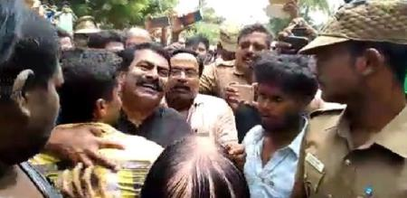Police arrested 9 people including Seeman and imprisoned