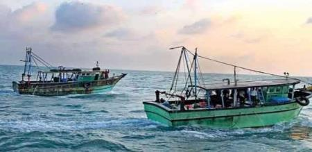 A LANKAN NAVY FORCE IS TRIED TO PANIC ON TAMIL FISHERMEN S
