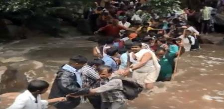 devotees caught in the grating flood in nellai district