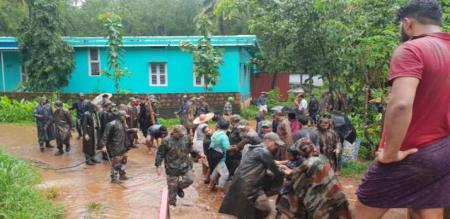 famous actor rescue work in kerala floods