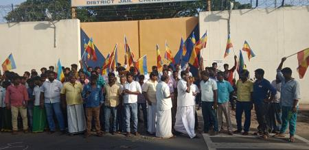 jailar and police attacks pmk youth persons in chengalpet jail