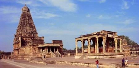 rajaraja solan has shown a great temple in tanjore