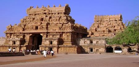 tanjavur  hit the big temple tower