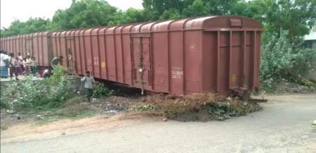 goods train comes to road in cuddalore