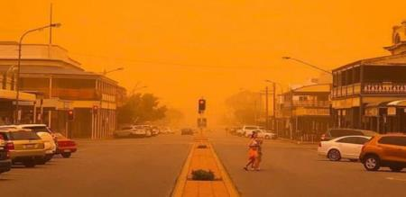 DUST STORM SUDDENLY CREATE IN AUSTRALIA AND PEOPLE PANIC