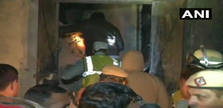 in Delhi building collapse by cylinder explosion