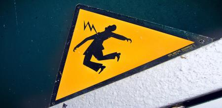 A GIRL WAS DEAD BY ELECTRICAL SHOCK
