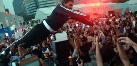 actor ranveer singh jumps into fans