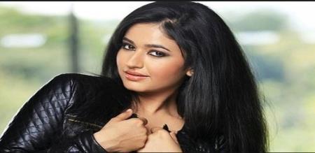 actress poonam bajwa hot photo