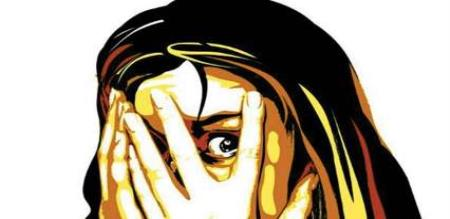 UP Woman eve teasing in 3 boys