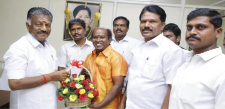 COMEDY ACTOR JOINED AIADMK