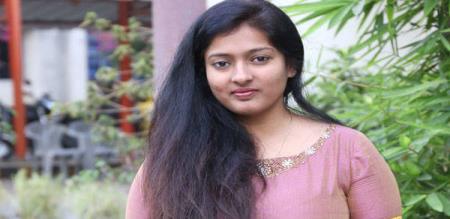 kayathri condomned to girls who try to go sabarimalai