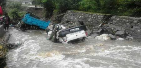 katrhi struggled in flood at kulumanali