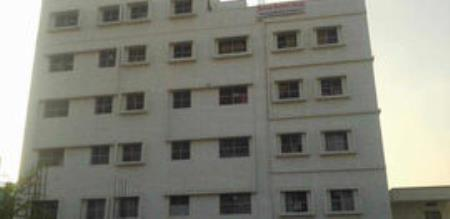 The student dies after falling from the terrace.