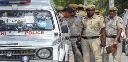 bank robbery chashier shot dead in delhi