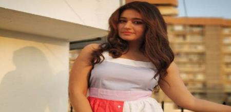 actress poonam bajwa hot and cute image viral in Instagram