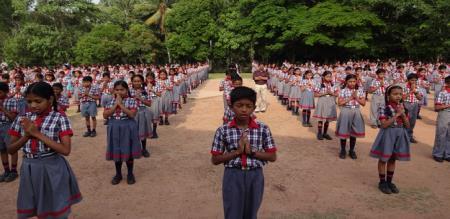 school students pray for kalaignar