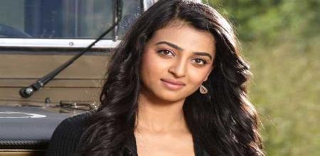 radhika apte speech about life and told safety of peoples wearing helmet