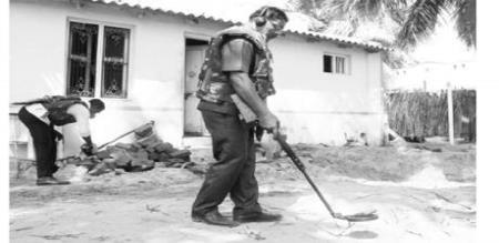 Thangachi Madam in 11 thousand Gun And Bomb