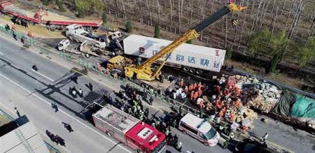 A BIG ACCIDENT IN CHINA., 3 MEMBERS DIED AND 13 MEMBERS DEADLY INJURED.