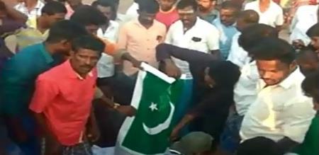 thuthukudi peoples fired up pakisthan flag