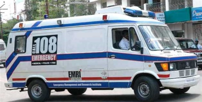 in thiruvannamalai woman delivery cute girl baby in ambulance