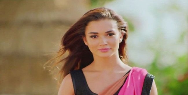 Amy Jackson play with baby