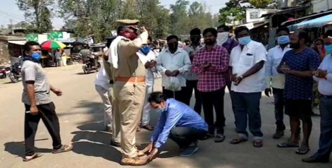 mla touches feet for police