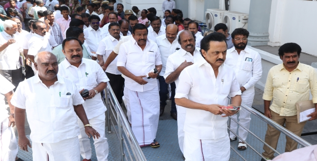 MK Stalin Posted in Facebook with wrong signature of his father