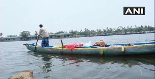 Kerala Alappuzha man give food and others