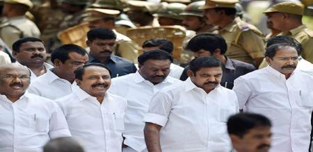 thirunavukarasar says about admk