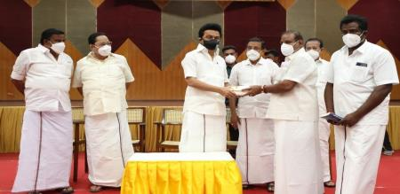 Namakkal AMMK District secretary joined DMK