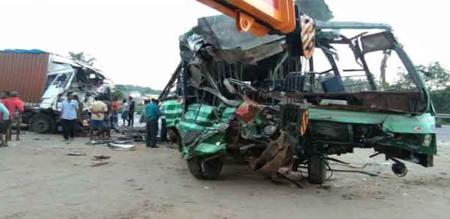 in hosur lorry bus accidnet 3 peoples died