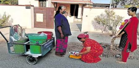 Tirupur girl thanks to sanitation worker