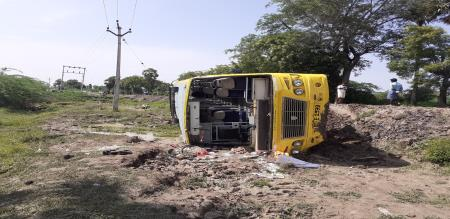 in cudallore college bus accident 25 girl students injured