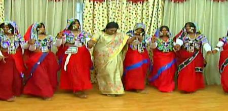 tamilisai dance with malaivaazh makkal