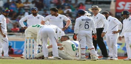 dean elgar injured umesh yadav bouncer