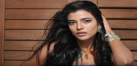 actress aishwarya rajesh hot photo shoot