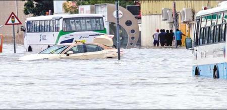in dubai rain flood peoples panic