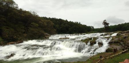 nilagiri kallatti falls