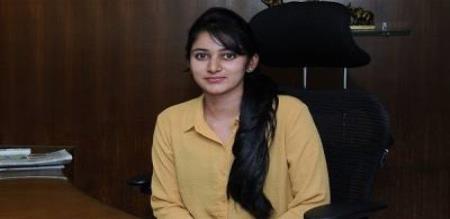 hundred crore assert for minister daughter