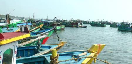 in puthukottai fishermen arrest by srilankan navy force