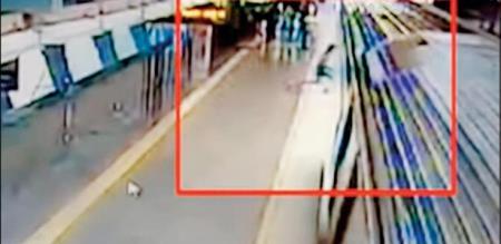 Man suicide attempt in metro train